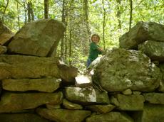 Stone Structure, Weetamoo Woods - kid o info