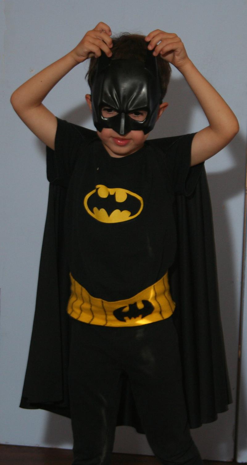 Batman costume on kid o info ... & Kidoinfo: parents and kids Rhode Island and beyond