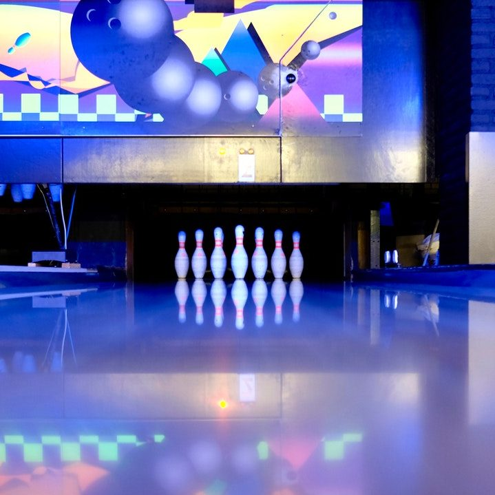 bowling-bowling-pins-illuminated-344029